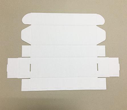 白底白色纸箱